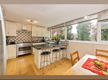 EasyRoommate UK - Furnished DB Room wt own Seating Area + Shower - St. Albans, St Albans - £700 pcm