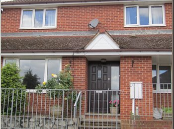 EasyRoommate UK - single room in 4 bed house  chessington - Chessington, North Surrey - £450 pcm