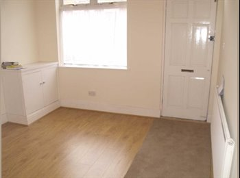 EasyRoommate UK - Superb 3 bedroom property in a desirable area - Evington, Leicester - £650 pcm