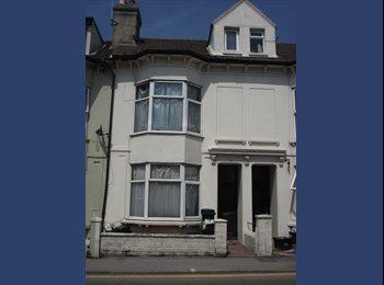EasyRoommate UK - Double bedroom near London road train station/shop - Brighton, Brighton and Hove - £390 pcm