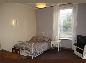 Large Double Room, City Centre, Next to River Dee