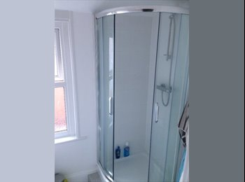 EasyRoommate UK - Double Room in Professional Flat Share in Reading - Reading, Reading - £550 pcm