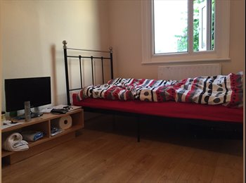 Spacious single room to rent wifi+bills included clean...