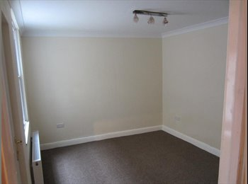 EasyRoommate UK - LARGE double Room Ashford staines refurbished - Staines, North Surrey - £430 pcm