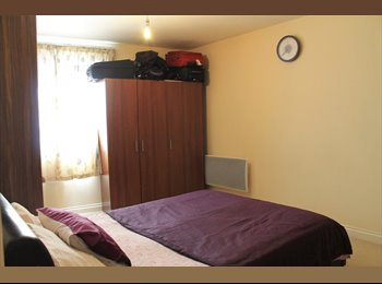 EasyRoommate UK - LARGE DOUBLE BED ROOM IN WATFORD TOWN CENTRE - Watford, Watford - £850 pcm