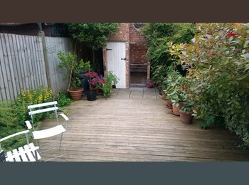 EasyRoommate UK -  Double bedroom in a spacious garden flat - Walthamstow, London - £650 pcm