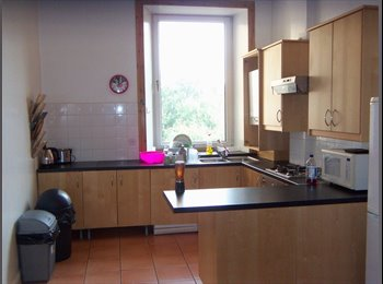 EasyRoommate UK - 2 double bedrooms within a spacious 4 bed tenement - Dennistoun, Glasgow - £325 pcm