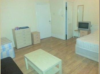 Triple size ensuite room.Ideal for 3 friends