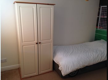 EasyRoommate UK - Double Bedroom in a family house - Burgess Hill, Burgess Hill - £460 pcm