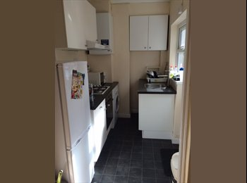 EasyRoommate UK - Elegant 3-bed modern property in Selly Oak - Selly Oak, Birmingham - £360 pcm