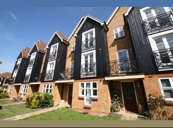 EasyRoommate UK - Double Bedroom In Spacious House Share - Apsley, Hemel Hempstead - £455 pcm