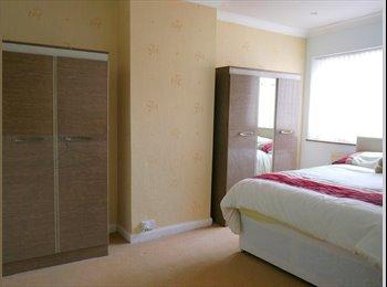 EasyRoommate UK - Spacious room in professional house - Bills Inc! - Moseley, Birmingham - £425 pcm