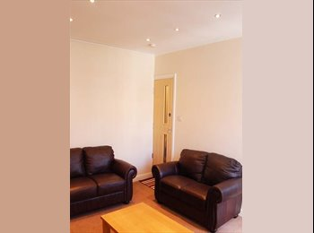 EasyRoommate UK - 1 Room Available in Leeds Student House £90pw (2 m - Hyde Park, Leeds - £360 pcm