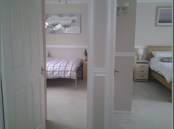 EasyRoommate UK - SMART ROOM TO RENT - Swindon Town Centre, Swindon - £250 pcm