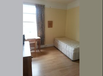 EasyRoommate UK - Large clean room in safe area close to transport - Queens Park, London - £600 pcm