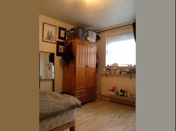 EasyRoommate UK - Lovely Double room available! - Camden, London - £660 pcm