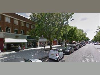 EasyRoommate UK - Large Double Studio flat above Commercial Premises, London - £867 pcm