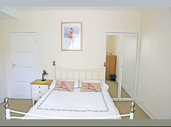EasyRoommate UK - A stunning double room with PRIVATE GARDEN - West Kensington, London - £930 pcm