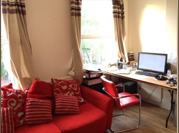 EasyRoommate UK - 2 double rooms in friendly Harringay houseshare - Turnpike Lane, London - £575 pcm