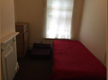 EasyRoommate UK -  Single room to rent. Near university luton - Luton, Luton - £225 pcm