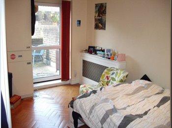 Double room + Patio £250pw -Angel (Bills inc*)
