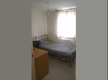 EasyRoommate UK - Room in modern flat near Old Town - Swindon, Swindon - £300 pcm