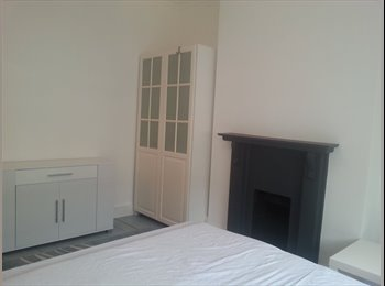 EasyRoommate UK - Extra large double room in Chiswick for £600 pm - Chiswick, London - £600 pcm