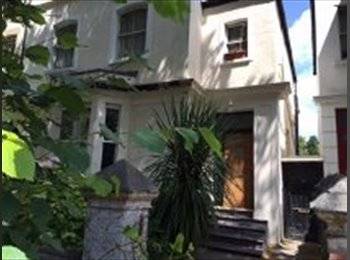 EasyRoommate UK - Modern 1 Bed Flat in Ideal City Centre Location - Roath, Cardiff - £650 pcm