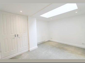A en-suite double room in fabulous Edgware Road