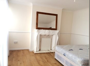 GREAT MASTER BED IN THE HEART OF WHITECHAPEL