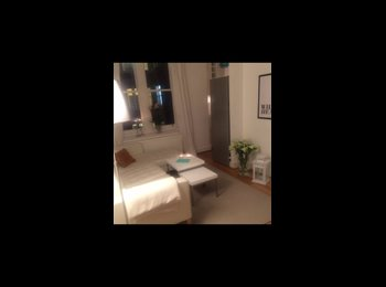 EasyRoommate UK - Room available in lovely Chelsea flat - Chelsea, London - £1,200 pcm