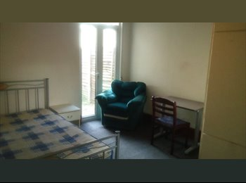 Double Room Available for Rent At Stratford