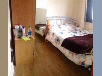 Double Bedroom in Camden - Prime Location