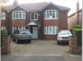 EasyRoommate UK - large double room,ALL bills & many extras Inc £98.00 per wk - Flixton, Trafford - £425 pcm