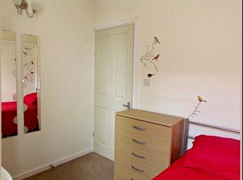 EasyRoommate UK - ==SHEPHERDS BUSH!1 Room Left!! Bills Included - Shepherds Bush, London - £580 pcm