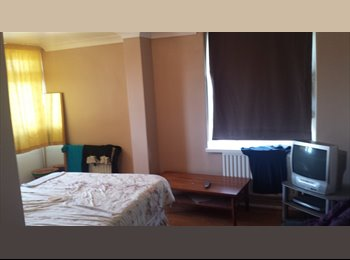EasyRoommate UK - 2 double rooms available now! 120pw and 110pw - Plaistow, London - £440 pcm
