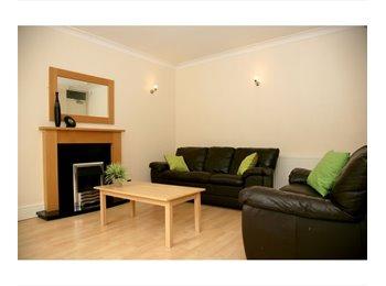 EasyRoommate UK - 1 Room available, Central Headingley - Headingley, Leeds - £368 pcm