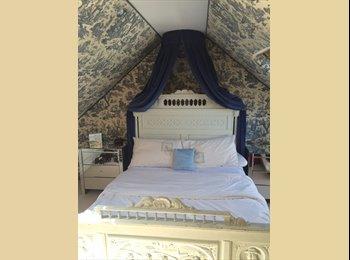 EasyRoommate UK - Double room available for female - Leavesden, Watford - £500 pcm