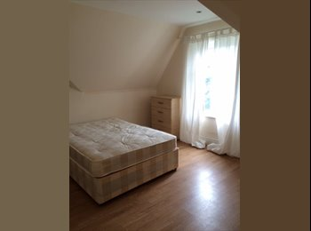 DOUBLE ROOM IN ANGEL AREA, COUPLES ARE WELCOME!