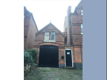 EasyRoommate UK - Lovely room in professional house. Include Kitchen - Harborne, Birmingham - £445 pcm