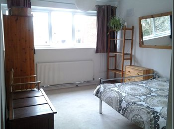 EasyRoommate UK - Spacious double room in a secure peaceful area - Allesley Park, Coventry - £350 pcm