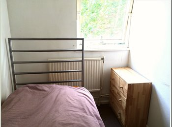 Single / Battersea, Fulham Broadway, Clapham Junction