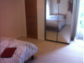 EasyRoommate UK - Light and spacious double bedroom to rent! - Redland, Bristol - £488 pcm