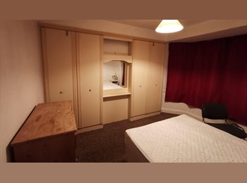 EasyRoommate UK - Spacious Upstairs Double Room - Fallowfield - Fallowfield, Manchester - £320 pcm