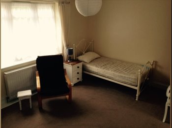 EasyRoommate UK - Self contained large double room with ensuite - Petts Wood, London - £695 pcm