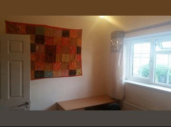 EasyRoommate UK - 2 Bedrooms to rent near Heathrow and Feltham - Feltham, London - £500 pcm