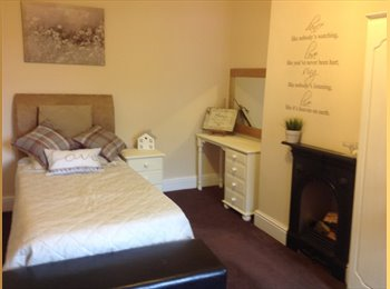 EasyRoommate UK - 2 Beautiful Spacious Cosy Rooms Available To Rent - Calderdale, Calderdale - £400 pcm