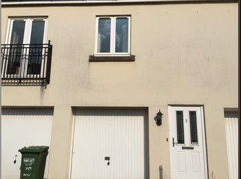 EasyRoommate UK - Double bedroom to rent in nice two bed coach house - Frenchay, Bristol - £390 pcm