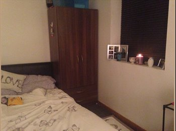 EasyRoommate UK - Beautiful room available on the DOOR STEP of UOB - Selly Oak, Birmingham - £83 pcm