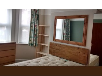 EasyRoommate UK - Great House Share - Poole, Poole - £440 pcm